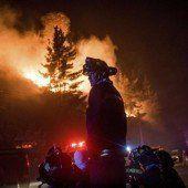Feuerwehr dämmt Waldbrand an chilenischer Küste ein