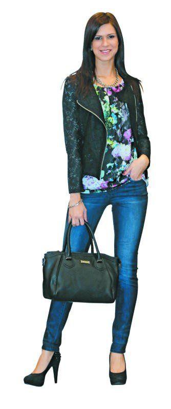 Frühjahrs-Outfit von Charles Vögele: Weste (39,99 Euro), Jeans (39,99), Bluse (24,99), Tasche (24,99) sowie Kette (7,95).