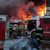 Einkaufszentrum bei Großbrand zerstört