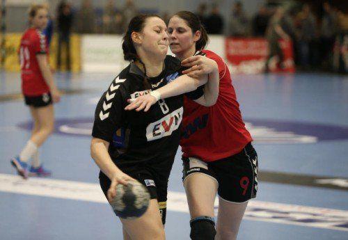 Martina Goricanec(l.) war erfolgreichste Werferin von Hypo NÖ beim 35:10-Finalerfolg über den SSV Dornbirn-Schoren im ÖHC-Cup. Foto: gepa