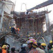 Zementfabrik-Rohbau eingestürzt – 100 Arbeiter vermisst