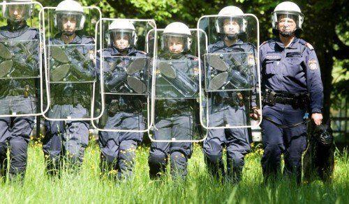 Sechs Einsatzeinheiten der Polizei werden über die PEGIDA-Demo und das Umfeld wachen. Foto: VN/Paulitsch