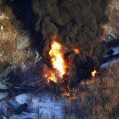 Güterzug steht in Flammen
