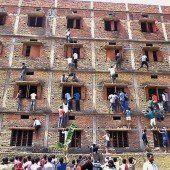 Massen-Schummeln bei Abschlussprüfung an Schule in Neu-Delhi