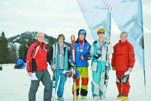 Vorarlberger Übermacht auf dem Siegerbild: Julius Forer (l.) und Valentin Ölz (r.) mussten nur Thomas Aigner den Vortritt lassen. Foto: Privat