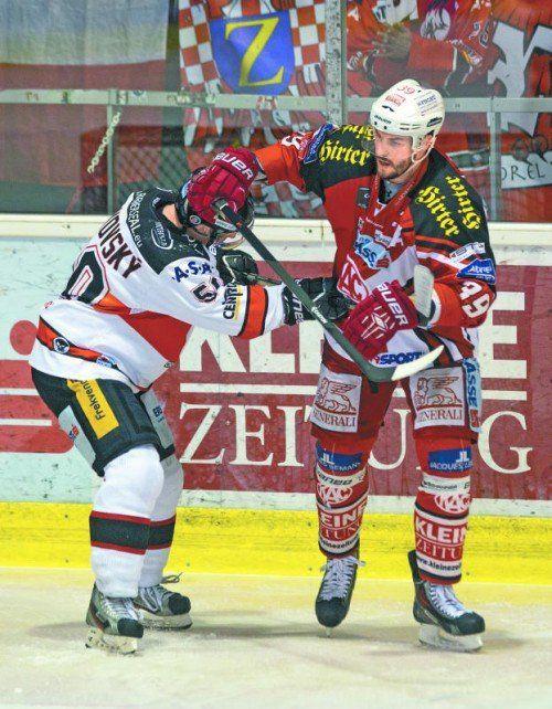 Znojmos Richard Pavlikovsky und Klagenfurts Jean-Francois Jacques duellierten sich 88 Minuten lang. Foto: gepa