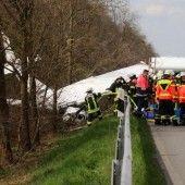 Kleinflugzeug stürzte neben Autobahn ab