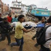 Tausende Tote bei Erdbeben in Nepal