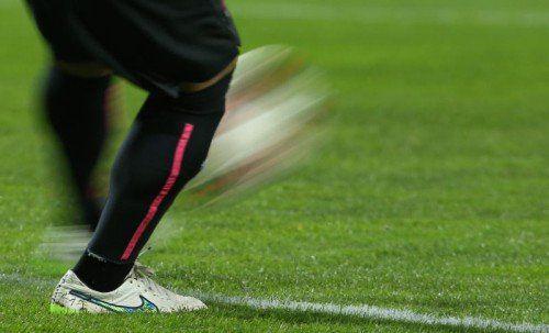 Dem Torhüter genau auf die Beine geschaut. Ramazan Özcan (Bild) zeigte seine Qualität bei der Spiel-Eröffnung. Fotos: gepa