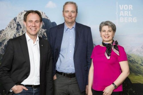 Der Geschäftsführer von Vorarlberg Tourismus, Christian Schützinger (l.) mit Gerald März und Brigitte Plemel.