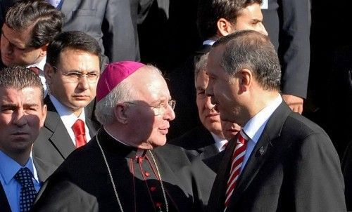 Der türkische Präsident Recep Tayyip Erdogan (r.) und Vatikans Botschafter in der Türkei, Nuntius Antonio Lucibello, in Ankara.  FOTO: EPA