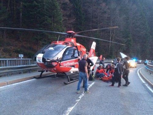 Der Verunglückte wurde vor Ort notärztlich versorgt.  Foto: Mohr