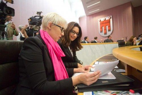 """""""Die aktuelle Steuerreform ist eine Mogelpackung"""", behaupten Sabine Scheffknecht (l.) und Martina Pointner. Foto: VN/Steurer"""