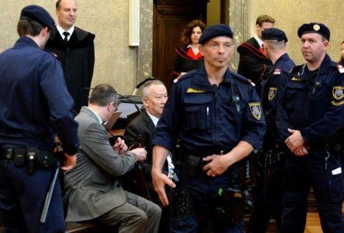 Die beiden Angeklagten Vadim Koshlyak (li.) und Alnur Mussayev zu Beginn des Mordprozesses. FOTO: APA