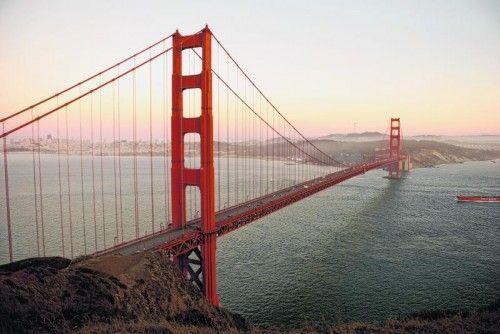 Die Golden Gate Bridge ist ein technisches Meisterwerk und nicht zuletzt durch ihre orange-rote Farbe weltberühmt.