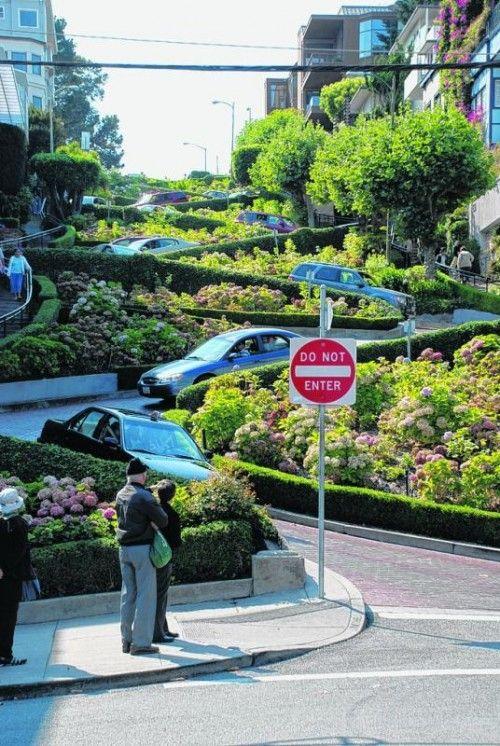 Die Lombard Street ist ein wichtiger Verkehrspunkt der Stadt.