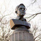 Künstler errichten Snowden ein Denkmal
