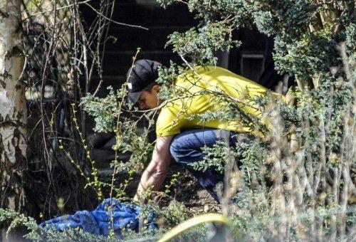 Die Spurensicherung arbeitet an der Fundstelle im Schrebergarten, der dem Vermissten gehört hat.  Foto: APA