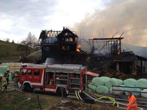 Ein Hof in Batschuns brannte im Februar 2014 bis auf die Grundmauern nieder.  Foto VOL.AT/Rauch