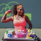 Williams erhielt für 700. WTA-Sieg überdimensionale Torte