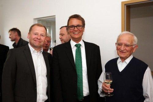 Hermann Bachmann (Sparkasse Egg), Rechtsanwalt Ulrich Willi und Altbürgermeister Anton Sutterlüty (v. l.). Fotos: L. Berchtold