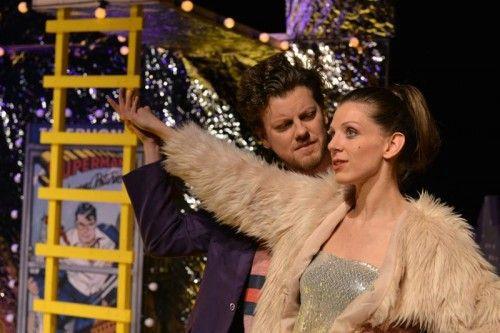 """Johannes Gabl und Diana Kashlan in """"Geld und Gott"""" im Theater Kosmos.  Foto: Kosmos/Kresser"""