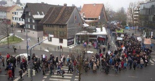Lehrerprotestmarsch in Dornbirn im Dezember 2013. Es ist noch nicht so lange her, dass Pädagogen auf die Straße gingen. Foto: VN/Hartinger