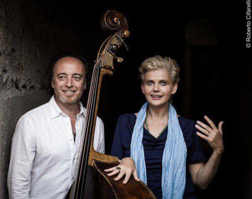 Rosario Bonaccorso und Renate Bauer gestalten den heutigen Abend im Alten Vereinshaus in Lauterach. foto: r. cifarelli
