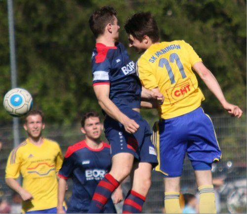 Adrian Hagen (Nummer 11) war der Matchwinner für den FC Meiningen im Duell gegen den FC Nenzing. Foto: knobel
