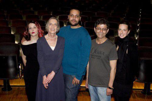 Aleksandra Kica (Kostüme), Dorothée Bauerle-Willert (Dramaturgie), Steffen Jäger (Regie), Ivo Bonev (Musik) und Sabine Freude (Bühne),v.l.
