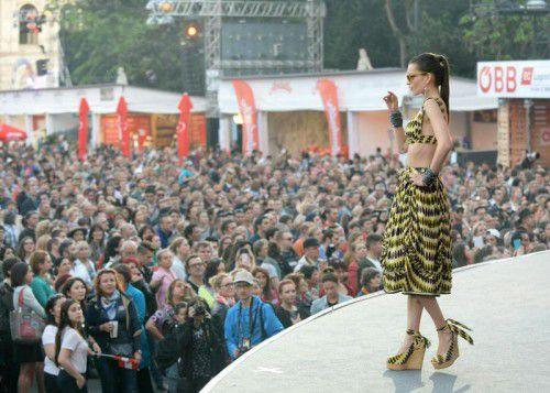 """Am Montagabend wurde das """"Eurovision Villge 2015"""" am Wiener Rathausplatz eröffnet. Foto: APA"""