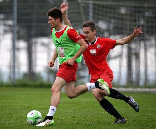 Auch beim FC Dornbirn schätzt man die Defensivstärke von Florian Prirsch (im Bild rechts gegen Oliver Filip). Foto: gepa