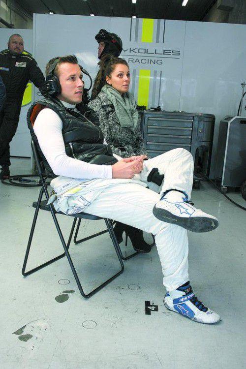 Christian Klien – im Bild mit Freundin Hayley Tyrell – bestreitet den Le-Mans-Testtag schon mit dem dritten Team. Foto: ROMAN KLEMM