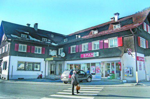 Das alte Konsumgebäude wird durch einen Neubau ersetzt. Foto: ajk