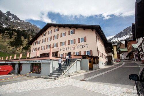 Das derzeitige Hotel Post in Stuben am Arlberg wird in acht Monaten Bauzeit zum 4-Sterne-Après-Post-Hotel.  Foto: VN/Steurer