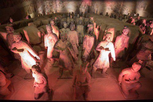 Das zentrale Ausstellungsraum mit Terrakotta-Kriegern besteht aus Original-Replikationen, die in China hergestellt wurden.  Foto: VN/Hartinger