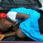 Flüchtling in Koffer entdeckt