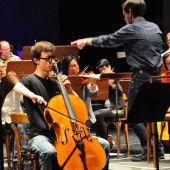 Junge Solisten vertrieben mit Geige und Cello die kühle Pfingststimmung