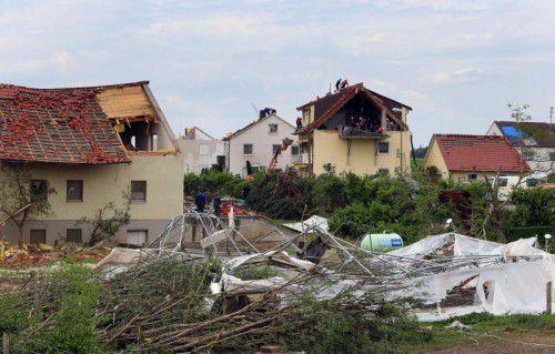 Der Schaden, der durch den Tornado in Schwaben entstanden ist, wird auf rund 40 Millionen Euro beziffert.  Foto: DPA