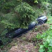 Deutsches Paar stürzt rückwärts mit Auto ab