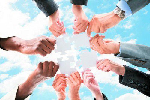 Die Mehrheit der Arbeitnehmer empfindet die Zusammenarbeit mit Menschen aus anderen Kulturkreisen als Bereicherung.