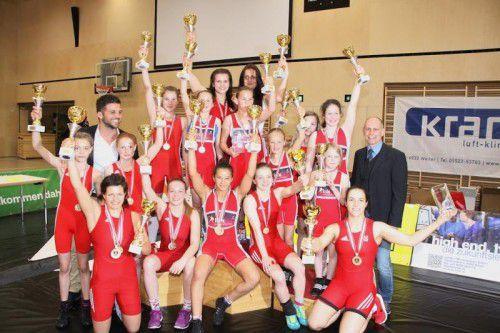 Die Meisterinnen in den 19 Gewichtsklassen bei den Ringer-Titelkämpfen in Klaus. Fotos: Privat