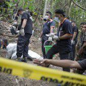 Erste Flüchtlingsleichen exhumiert