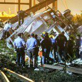 Schweres Zugunglück fordert sieben Tote