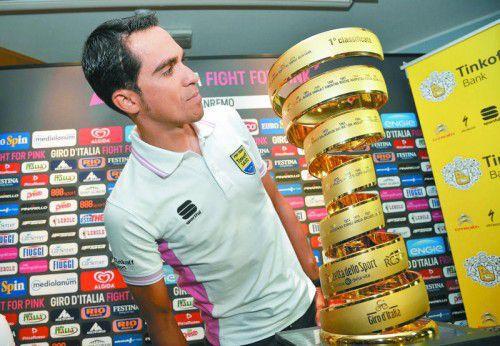 Diesen Pokal will er sich holen: Alberto Contador. Foto: ap