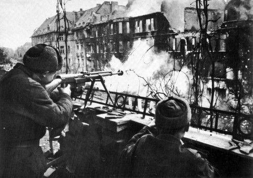 Erbitterte letzte Schlacht um die sogenannte Festung Breslau in Polen. Allein am 6. Mai 1945 kommen dort mehr als 33.000 Menschen ums Leben.  Foto: fotopolska