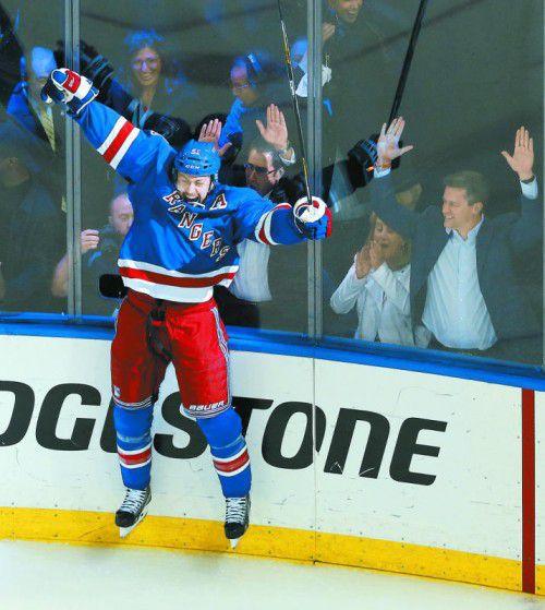 Erzielte den Rangers-Treffer in der Overtime: Derek Stepan. Foto: ap