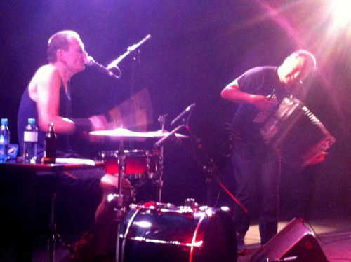 Spot an: Markus Binder (Schlagzeug, Gesang, Maultrommel) und Hans-Peter Falkner (Steirische Harmonika, Gesang). Foto: VN/hf