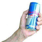 Geflügelte Dose Red Bull prallte auf das falsche Ziel