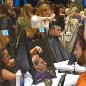 Friseurlehrlinge im Abschlusstraining